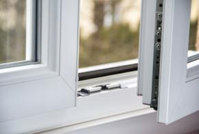 Einbruchsicheres Fenster mit Verriegelung