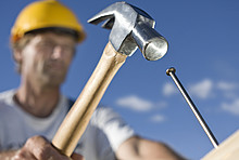 Handwerker mit Hammer